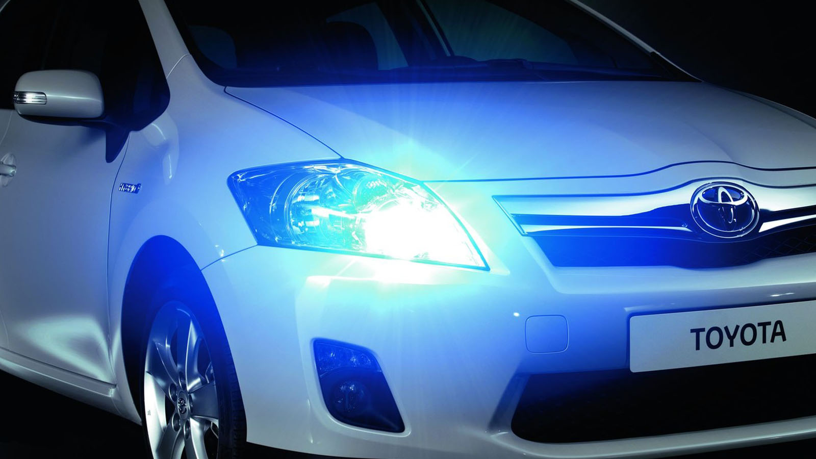 Lampen Toyota Auris : Toyota optibright optiblue mehr leuchtkraft