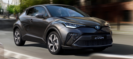 Toyota C-HR diagonal side view, grey exterior colour, sea view