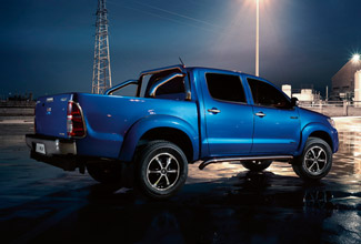 Hilux 4x4, Island Blue exterior, side view, night time shot