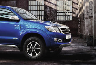 Hilux 4x4, Blue exterior, side view, outdoors