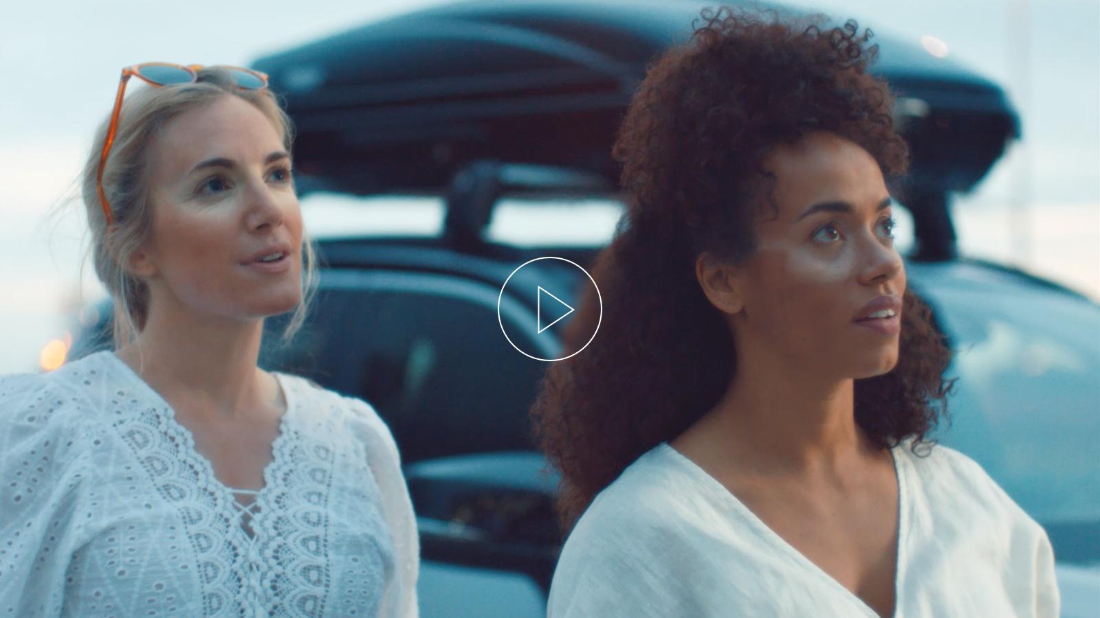 dvi moterys nudegintais veidais